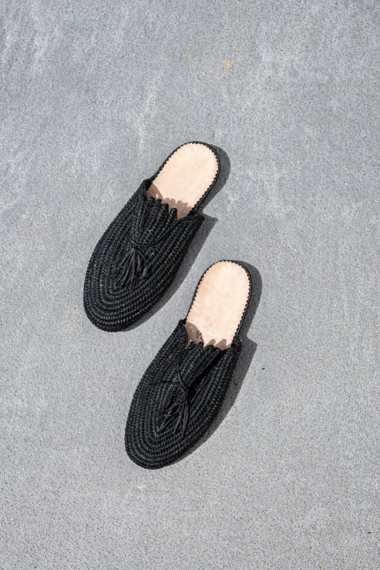 Kai Slide With Tassle in Black