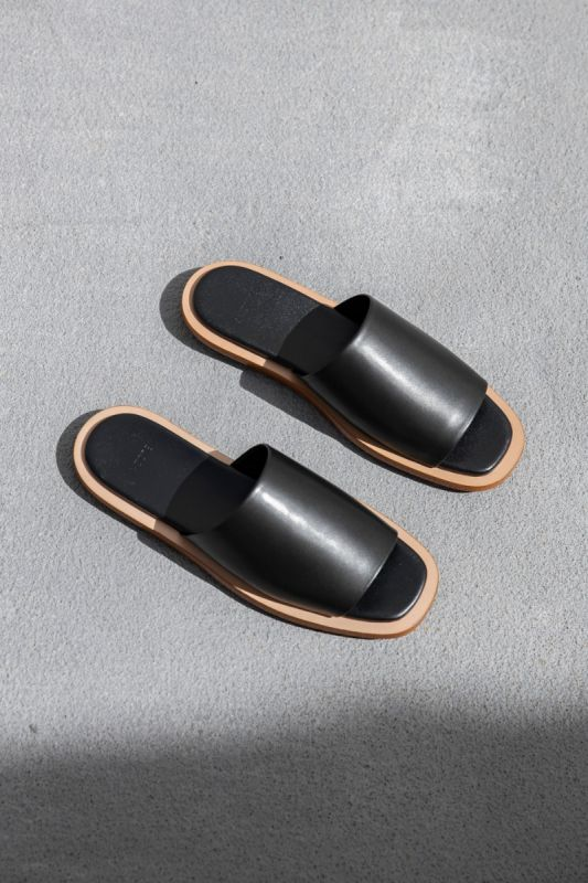 Issei Slide in Black