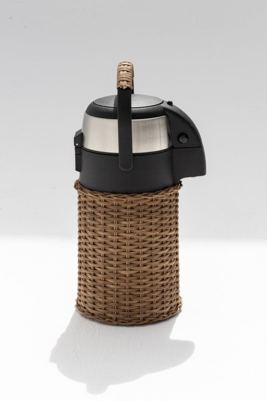 2.5 LT Orangerie Airpot in Dark Brown Rattan